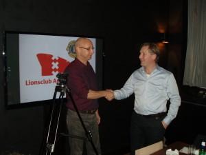 LC Amsterdam 't IJ overhandigt statieven vaan Multimedia groep van Cordaan